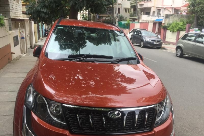 Mahindra XUV500 W8 AT 2016