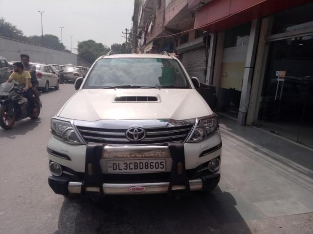 Toyota Fortuner 2.5 4x2 MT TRD Sportivo 2015