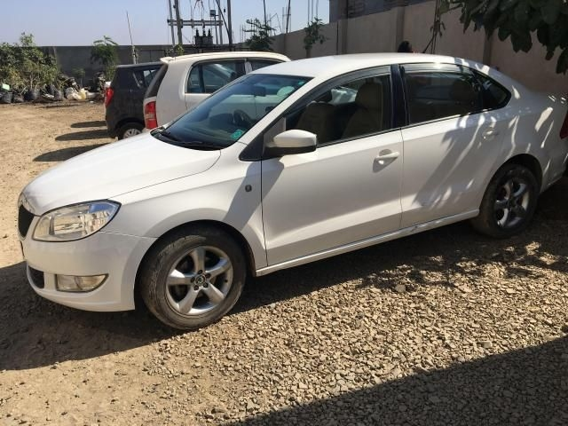 Skoda Rapid Prestige 1.6 TDI CR MT 2013