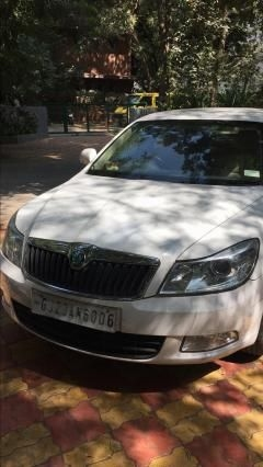 Skoda Laura Ambition 2.0 TDI CR MT 2013
