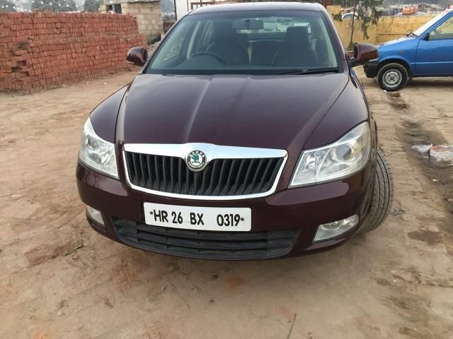 Skoda Laura AMBIENTE 2.0 TDI CR AT 2013