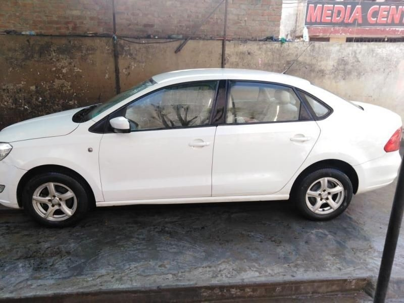 Skoda Rapid 1.6 MPI AMBITION AT 2012
