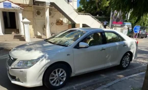 Toyota Camry 2.5 AT 2015